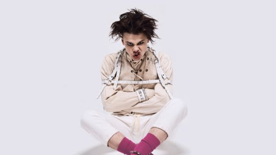 """Yungblud Plays New Track """"Hope For The Underrated Youth"""" Stripped-Down"""