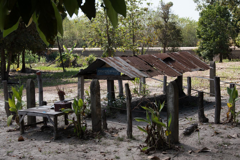 cambodia-photo-tours-pol-pot-grave-1