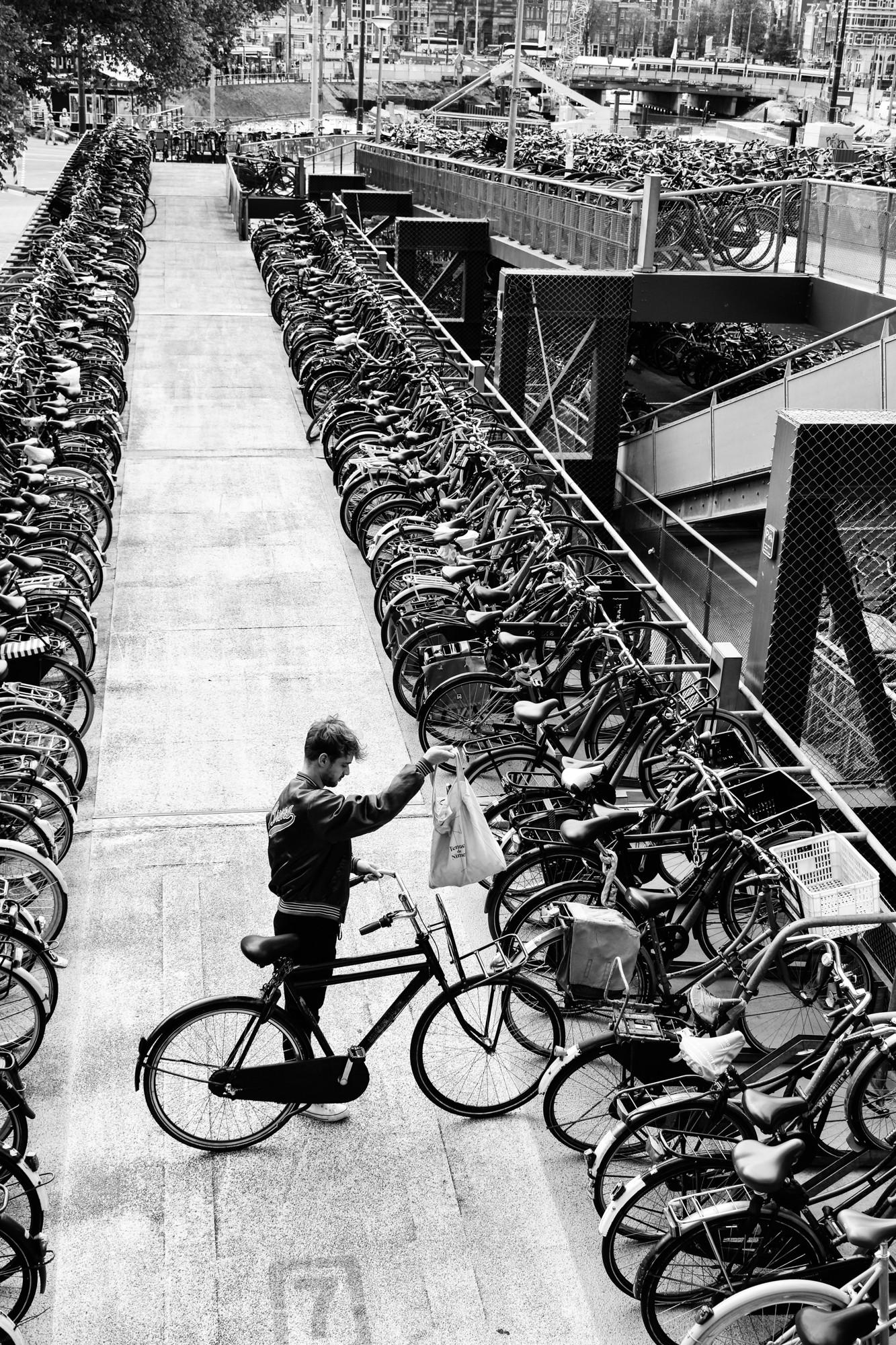 aparcamiento-de-bicicletas-estacion-central-de-amsterdam