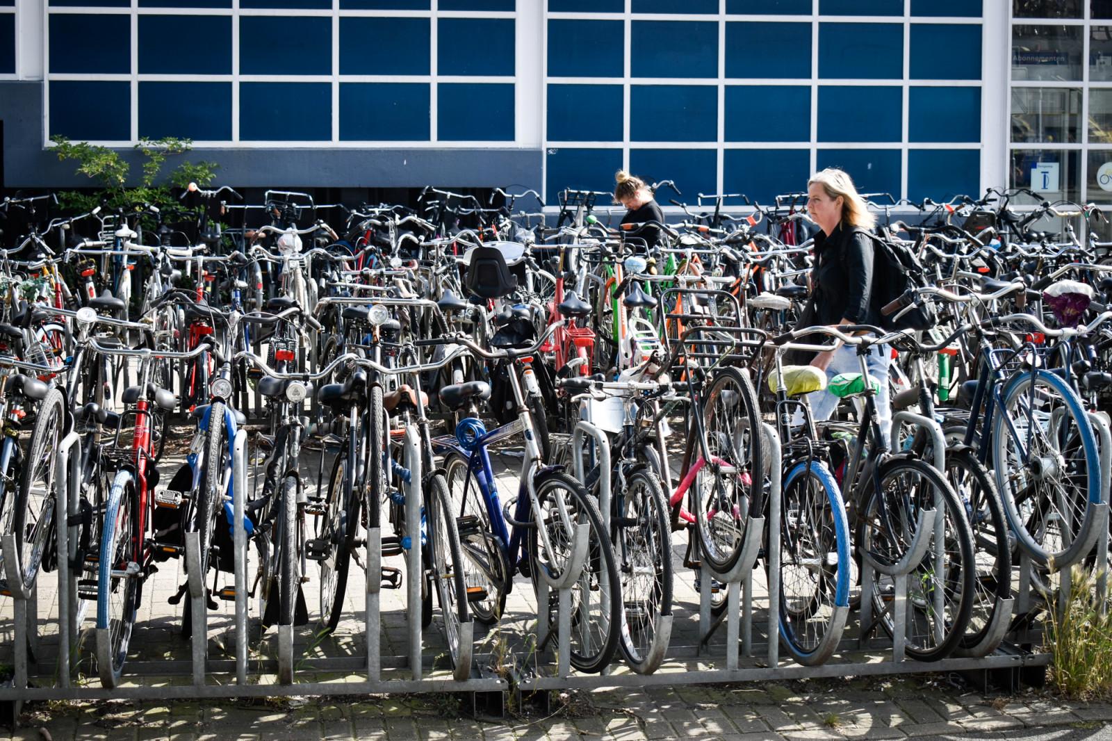 bicicletas-de-colores-en-amsterdam-1
