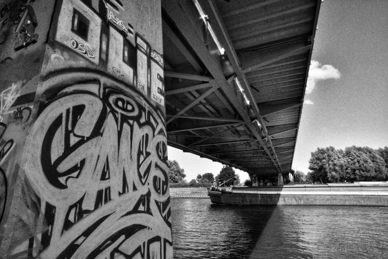 old-amsterdam-bridge